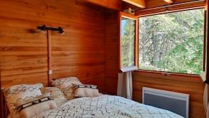 4 chambres, fer et planche à repasser, lit parapluie, draps fournis
