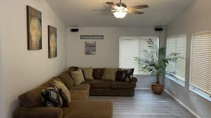 Smart TV, fireplace, stereo