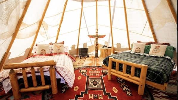 1 bedroom, travel crib, bed sheets