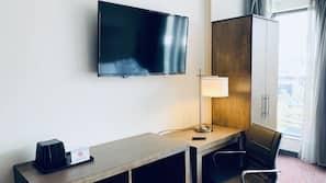 Down comforters, desk, laptop workspace, free WiFi