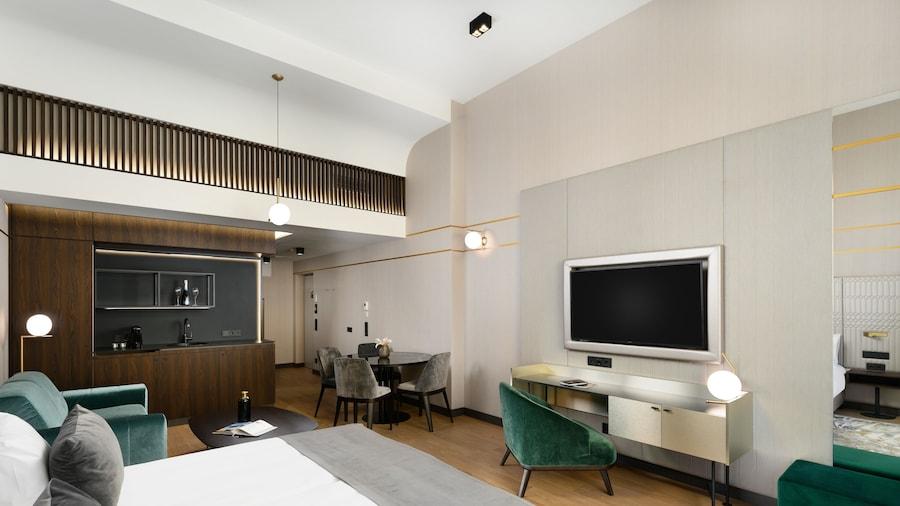 Emerald Downtown Suites