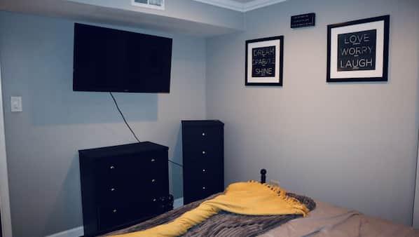 5 bedrooms, desk, iron/ironing board, free WiFi