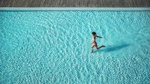 สระว่ายน้ำกลางแจ้ง, ร่มริมสระว่ายน้ำ