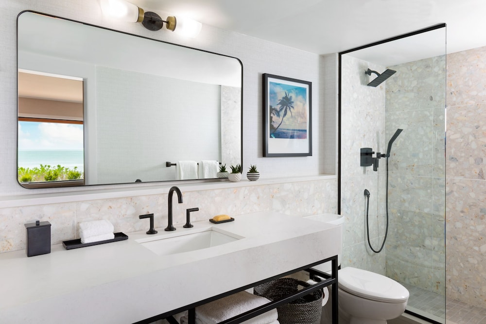 Bathroom, Gurney's Montauk Resort & Seawater Spa