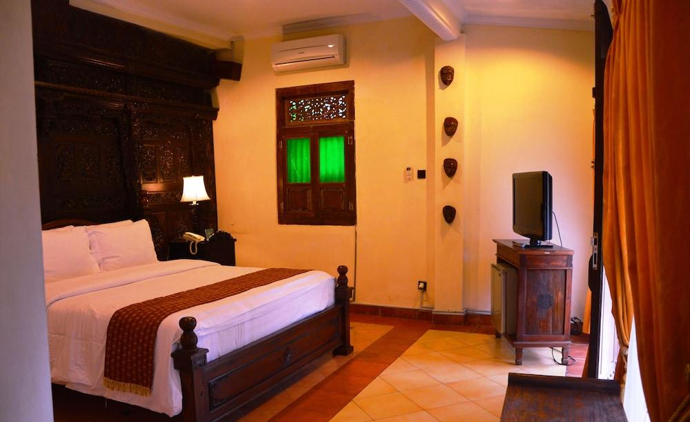 Joglo plawang international boutique villa 2017 room for International boutique hotels