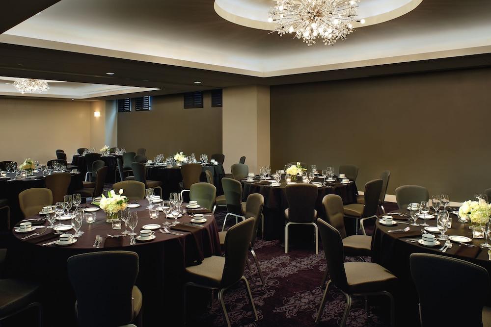 The Fontaine A Kansas City Hotel