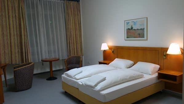 Minibar, cunas o camas infantiles (de pago), camas supletorias (de pago)