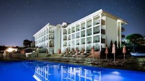 Seasonal outdoor pool, open 10 AM to 7 PM, pool umbrellas, pool loungers