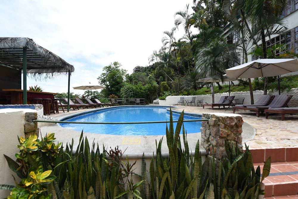 Outdoor Pool, Tabulia Tree Hotel and Villas