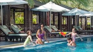 Piscina coperta, 7 piscine all'aperto, cabine incluse nel prezzo