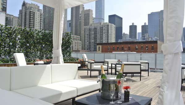 2 bars/lounges, rooftop bar