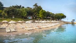 Beach nearby, sun-loungers, beach umbrellas