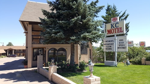 Check Expedia for Availability of KC Motel