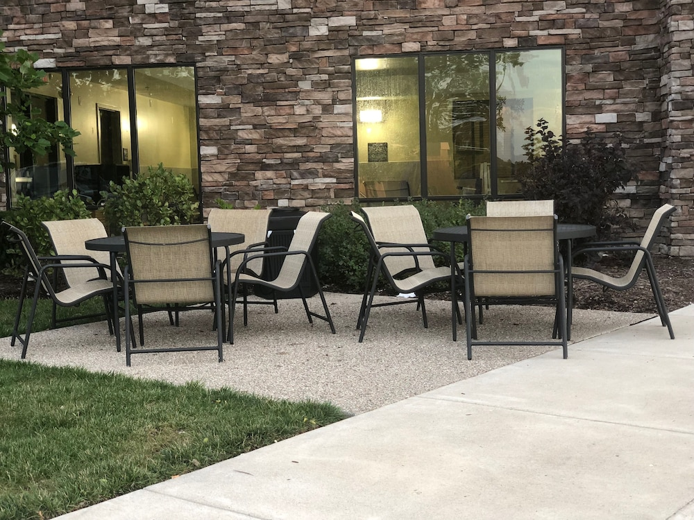Terrace/Patio, Hampton Inn Indianapolis NW/Zionsville