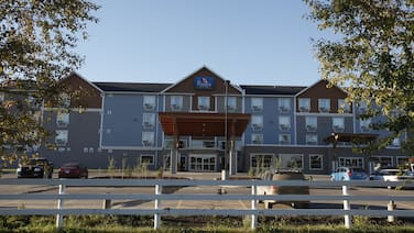 Pomeroy Inn & Suites at Olds
