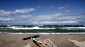 In Strandnähe, Strandbar, Surfen/Boogieboarden