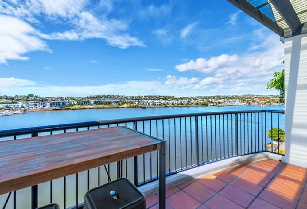 Book goldsborough place apartments newstead hotel deals for 32 newstead terrace