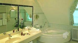 Haartrockner, Bademäntel, Hausschuhe