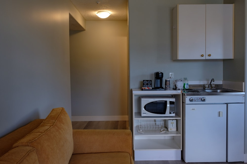 Private Kitchenette, Coast Parksville Hotel