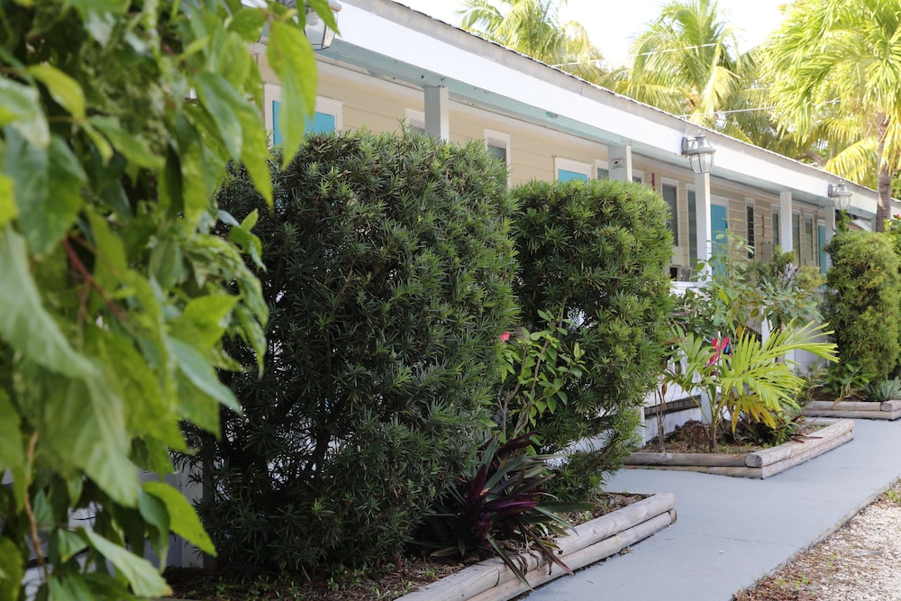Exterior, Seashell Motel & Key West Hostel