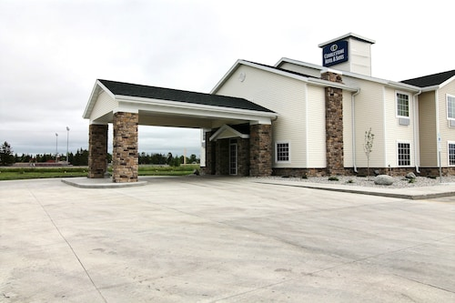 Cobblestone Hotel & Suites - Crookston