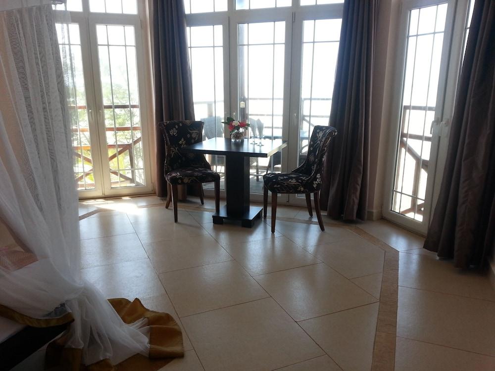 Villa Fleur De Lys 4 0 Out Of 5 Terrace Patio Featured Image Guestroom