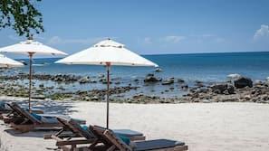 Am Strand, Liegestühle, Strandtücher, Schnorcheln