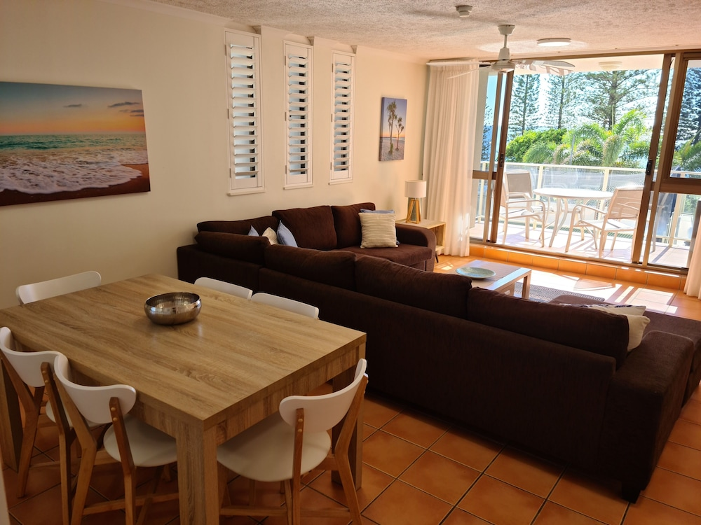Living Area, Pacific Beach Resort