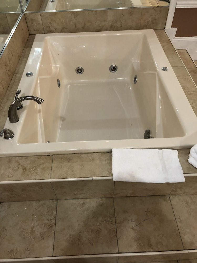 Jetted Tub, Inn of the Dove