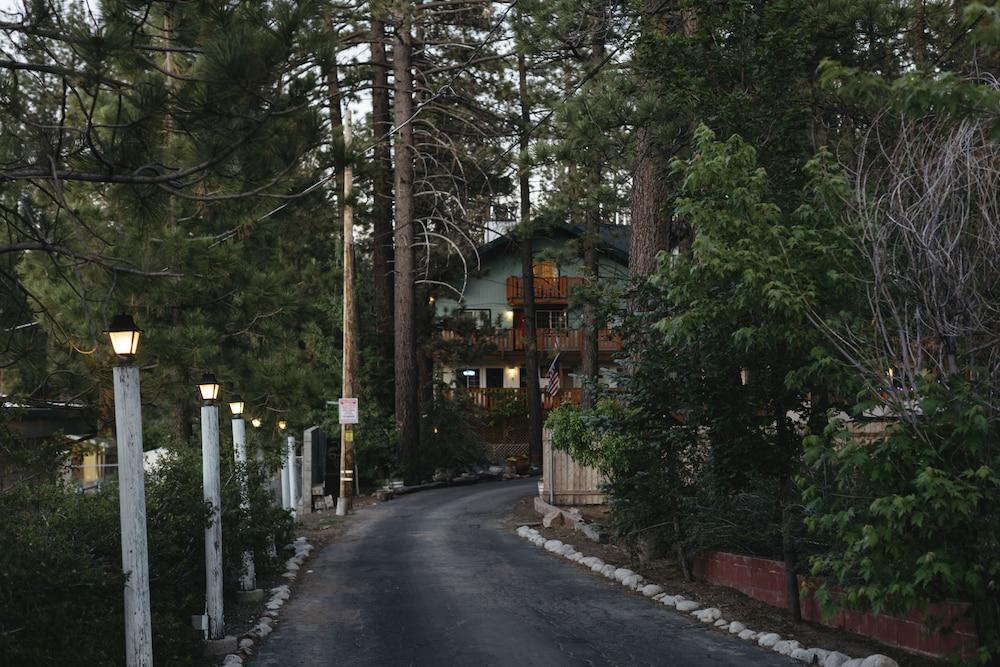 Honey Bear Lodge & Cabins in Big Bear Lake, CA | Expedia