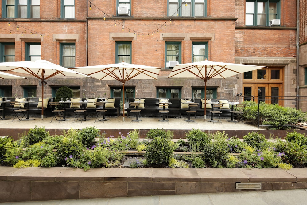Outdoor Dining, The High Line Hotel