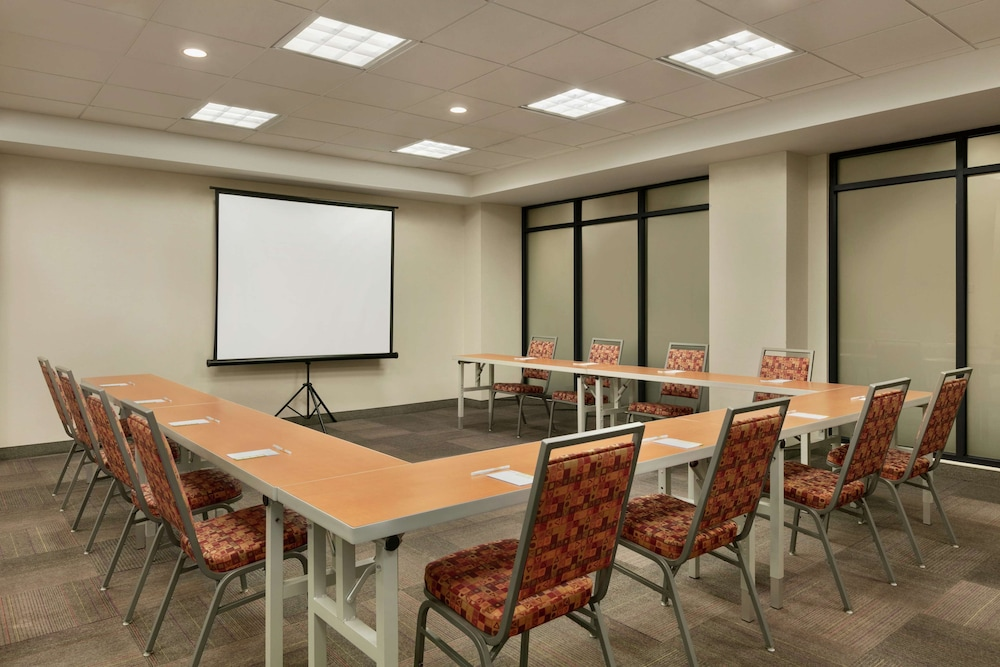 Meeting Facility, Home2 Suites by Hilton NY Long Island City/Manhattan View