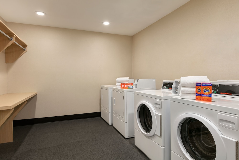 Laundry Room, Home2 Suites by Hilton NY Long Island City/Manhattan View