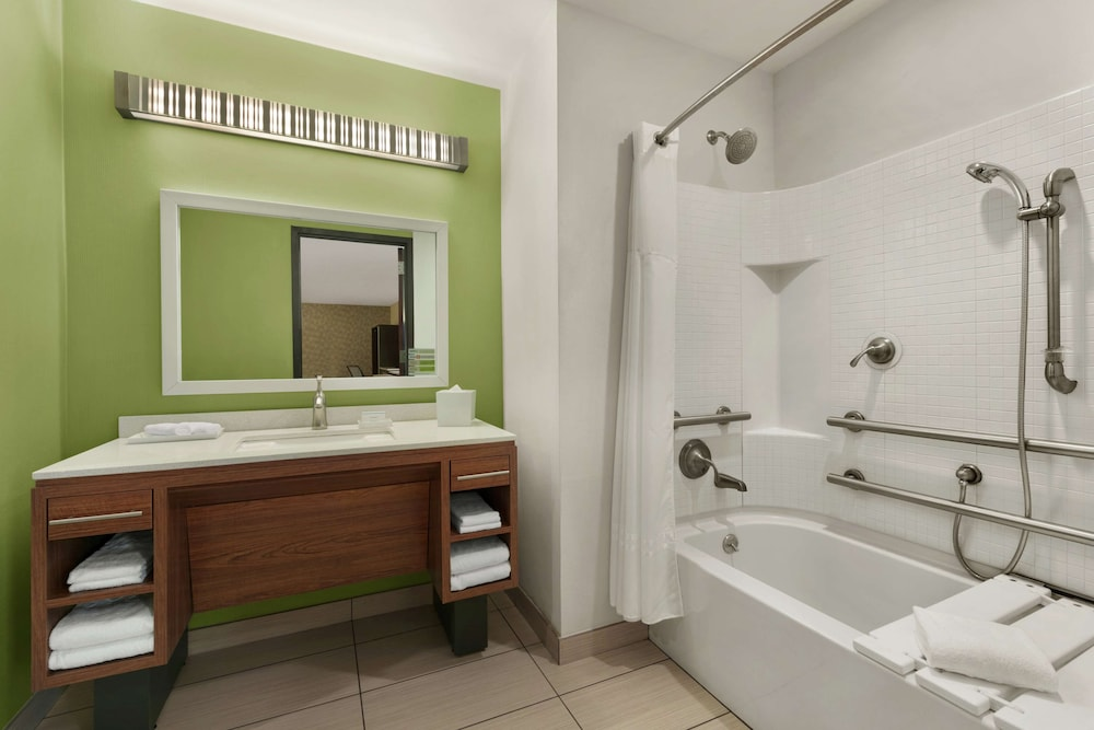 Bathroom, Home2 Suites by Hilton NY Long Island City/Manhattan View