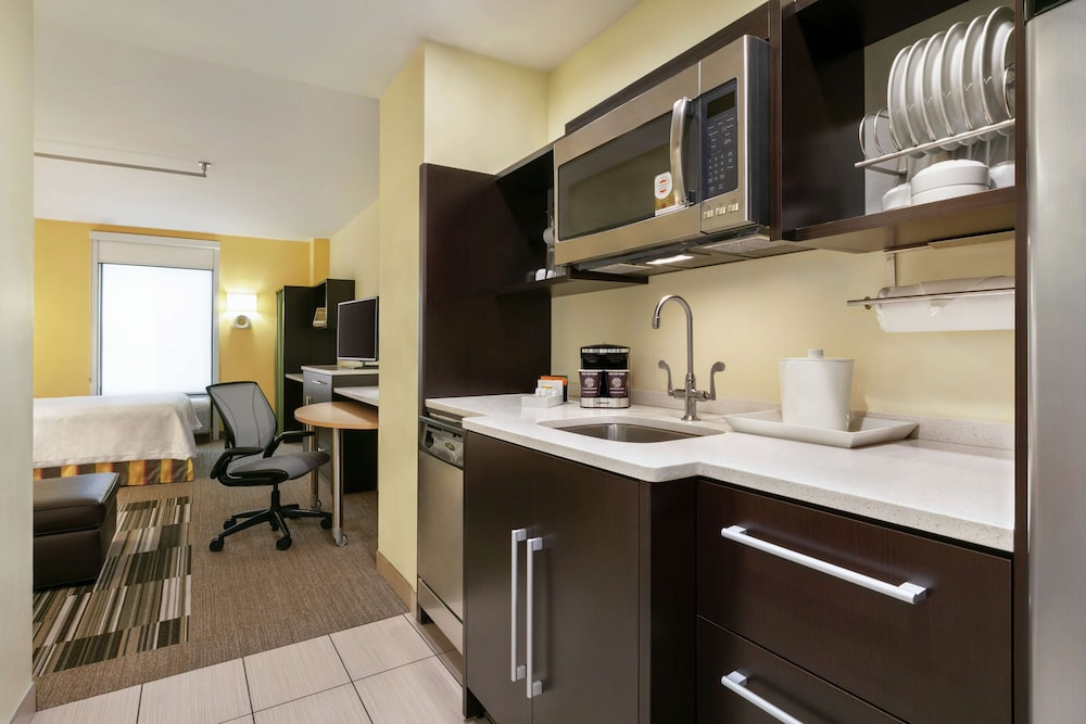 Private Kitchen, Home2 Suites by Hilton NY Long Island City/Manhattan View