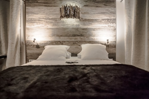 Rock Noir Design Hotel & Spa