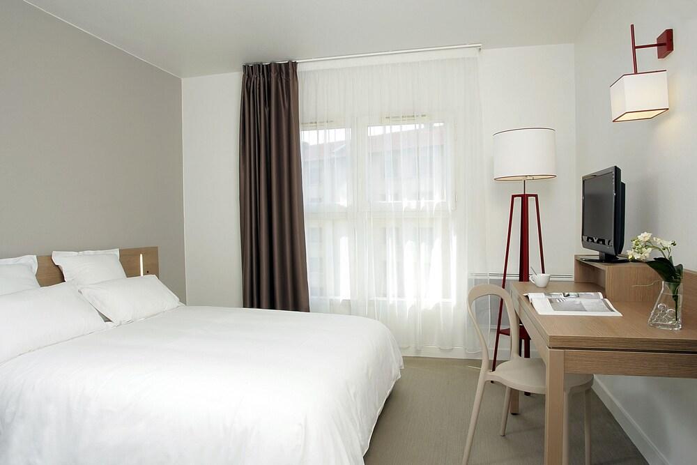 appart 39 city cherbourg centre port reviews photos rates. Black Bedroom Furniture Sets. Home Design Ideas