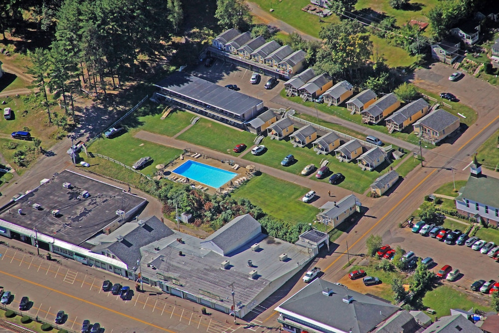 Aerial View, Half Moon Motel & Cottages