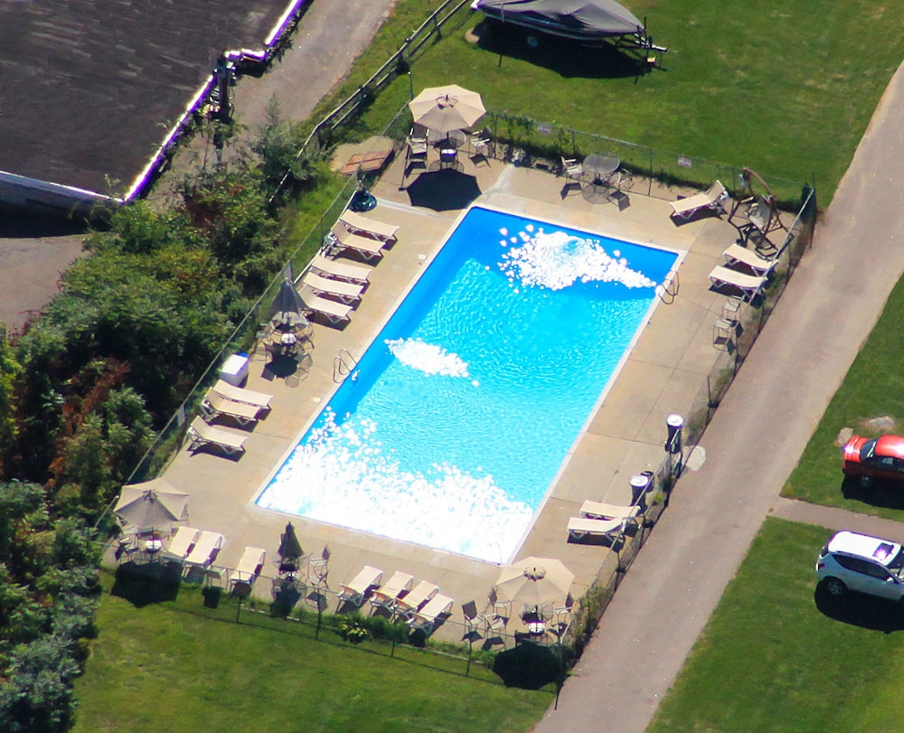 Outdoor Pool, Half Moon Motel & Cottages