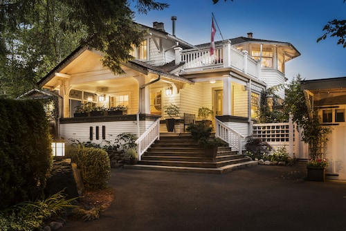 Great Place to stay ThistleDown House near District of North Vancouver