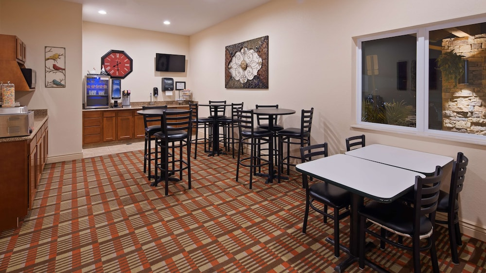 Breakfast Area, SureStay Hotel by Best Western Whittington Rend Lake