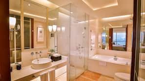 Couette en duvet d'oie, minibar, coffre-forts dans les chambres