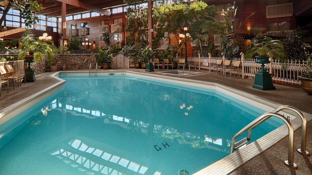 Indoor Pool, Prestige Vernon Lodge and Conference Centre