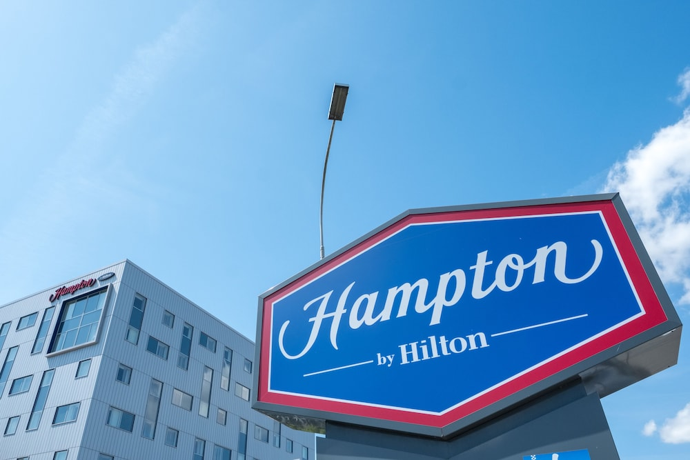 Property Entrance, Hampton by Hilton London Gatwick Airport