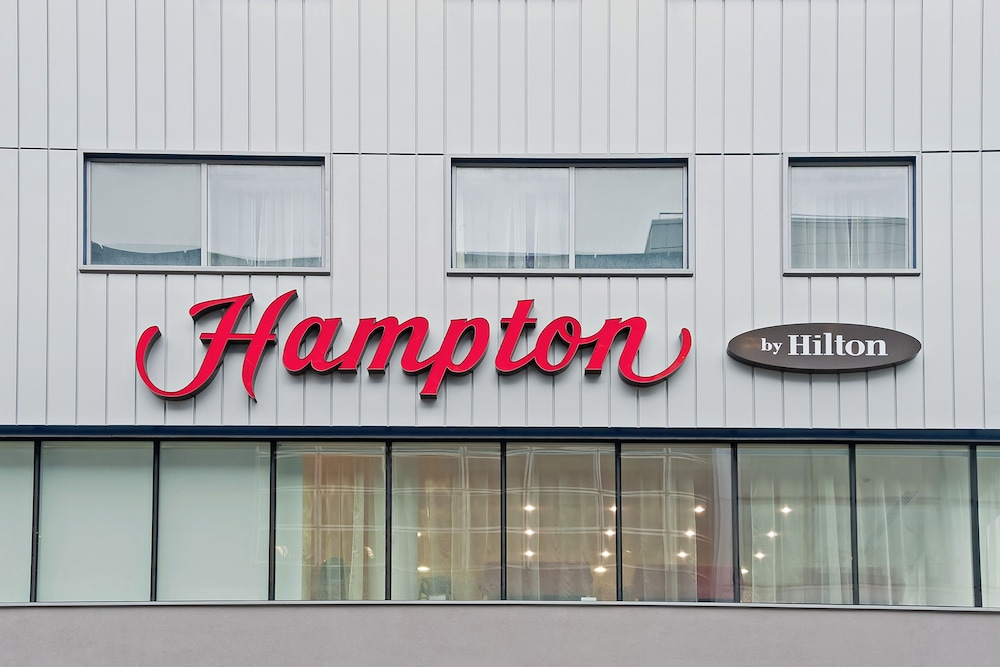 Front of Property, Hampton by Hilton London Gatwick Airport