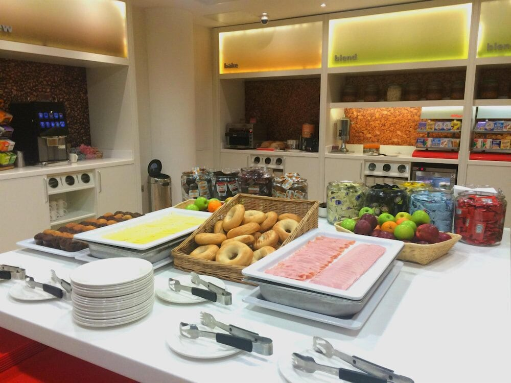 Breakfast buffet, Hampton by Hilton London Gatwick Airport