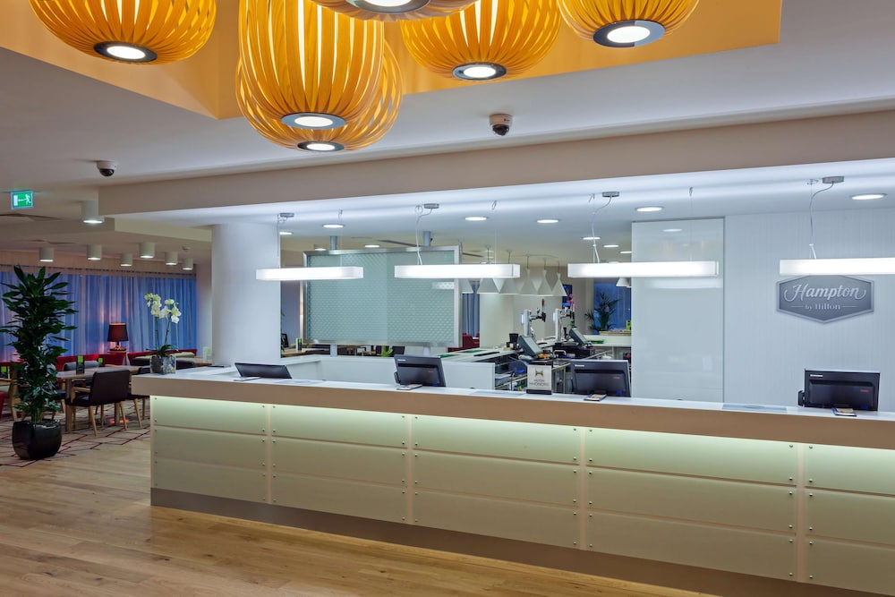 Reception, Hampton by Hilton London Gatwick Airport