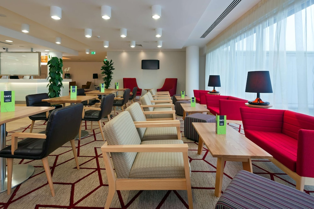 Lobby, Hampton by Hilton London Gatwick Airport