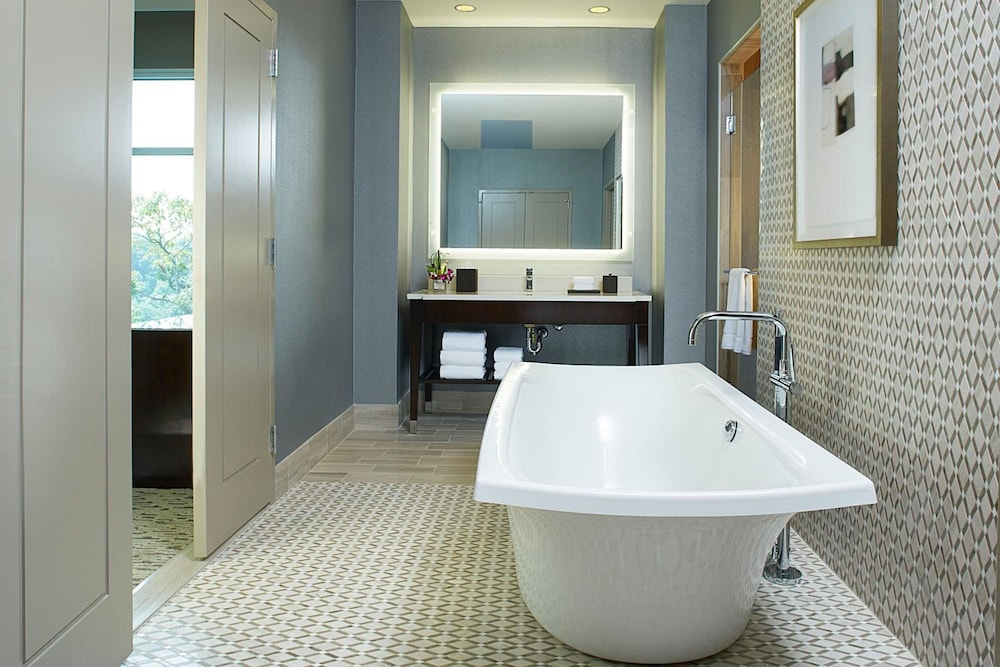 Deep Soaking Bathtub, Hyatt Regency Atlanta Perimeter at Villa Christina