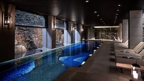 Indoor pool, sun loungers